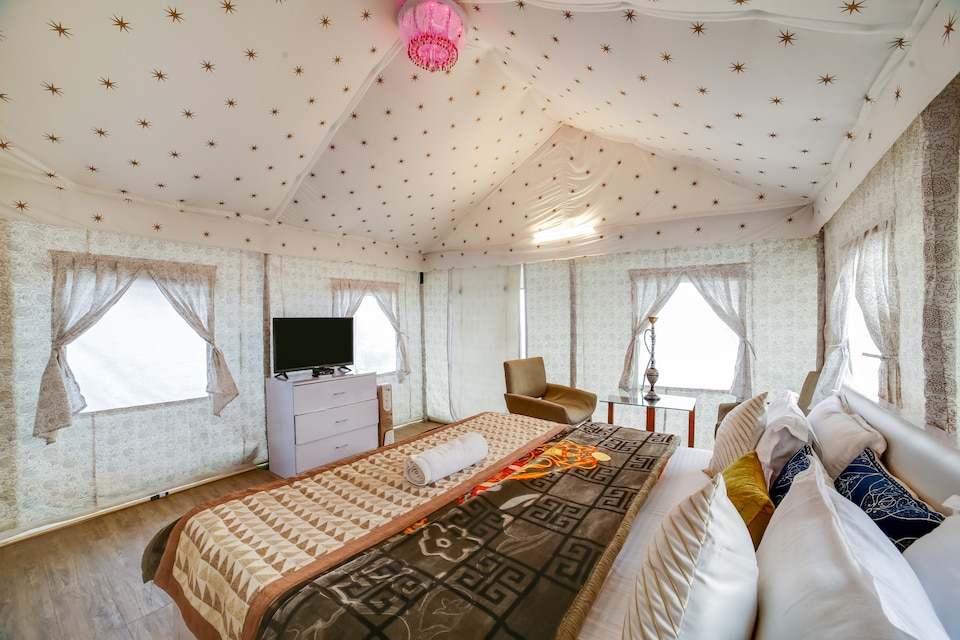 Belvilla Dawn N Dusk Glamping tents with quintessential valley view