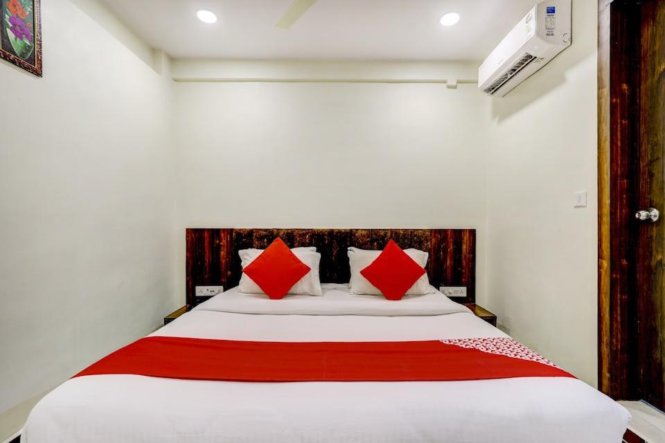 OYO 80254 Hotel Rose Palace, Vesu, Surat