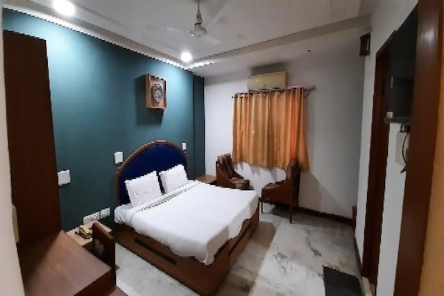 OYO 80324 Hotel Hari Darshan