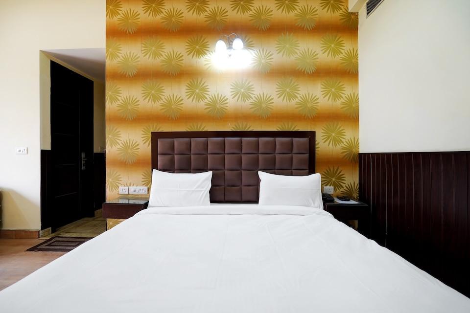 OYO Collection O Hotel The Luxury, HUDA CENTRE 1, Gurgaon