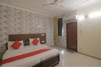 OYO 80348 Hotel Golden Stay