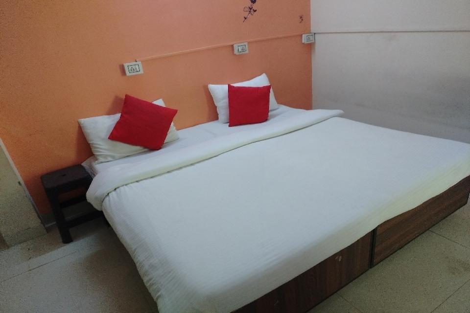 SPOT ON IND713 Nic-2, Bombay Hospital, Indore