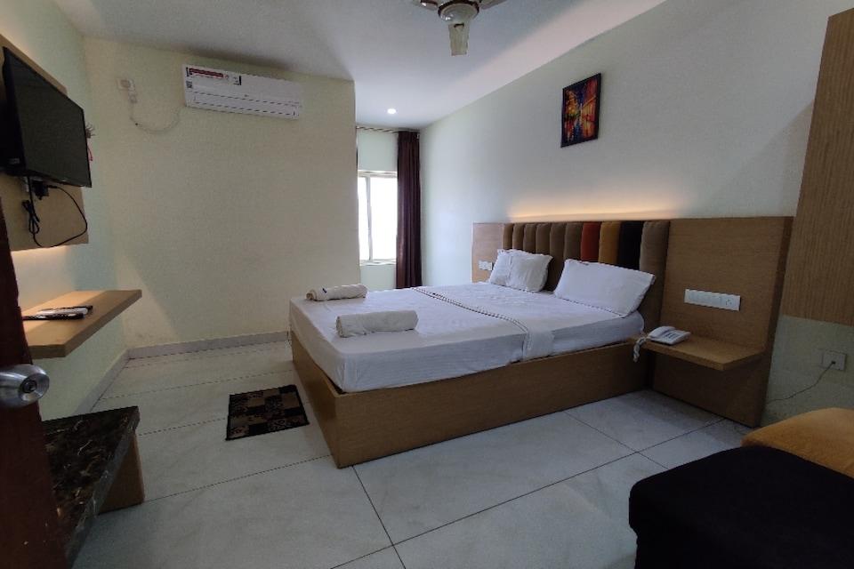 OYO 80390 Hotel Subhamastu Grand