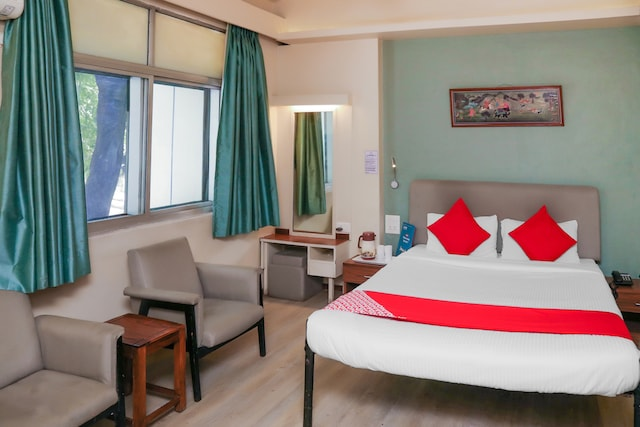 OYO Collection O 80421 Hotel Pearl