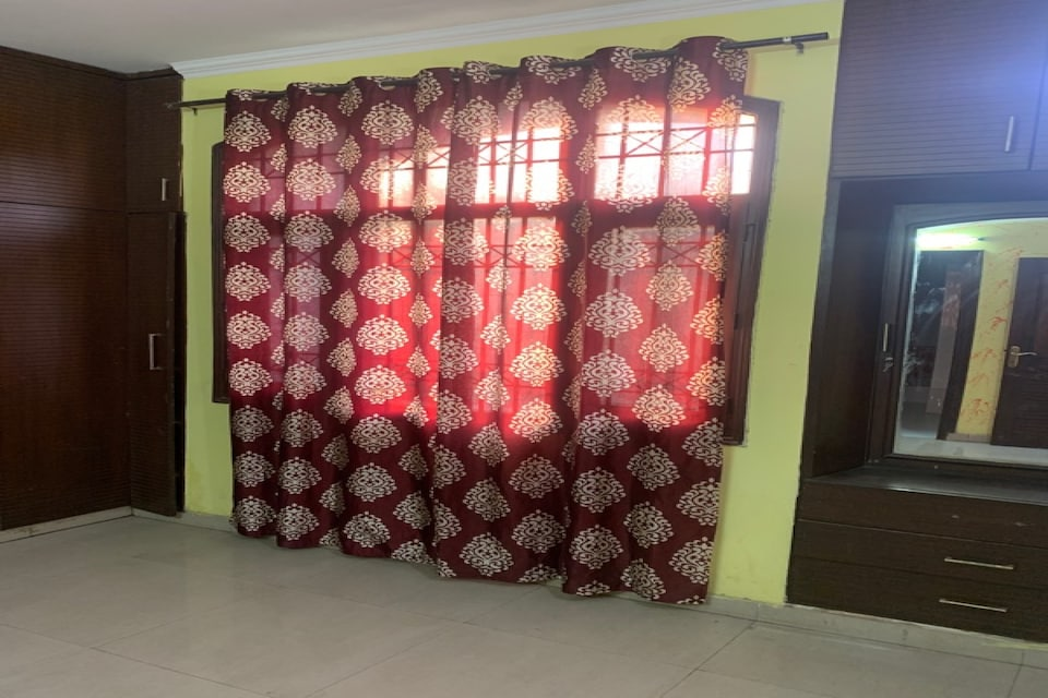 OYO 80492 Royal Stay, Noida City, Noida