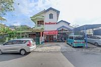 OYO 90426 Near Mall Ciputra 2