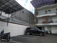 OYO 90432 Family Residence