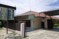 OYO 90443 Hotel New Kartika In