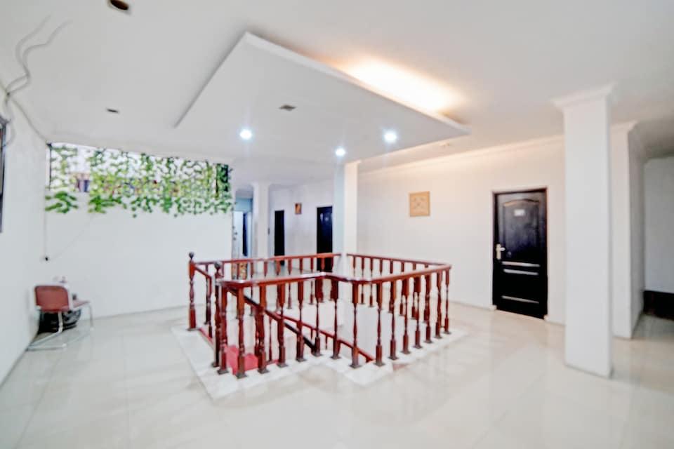 OYO 90450 Scala Inn
