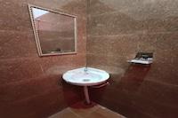 OYO 80778 Hotel Sajan