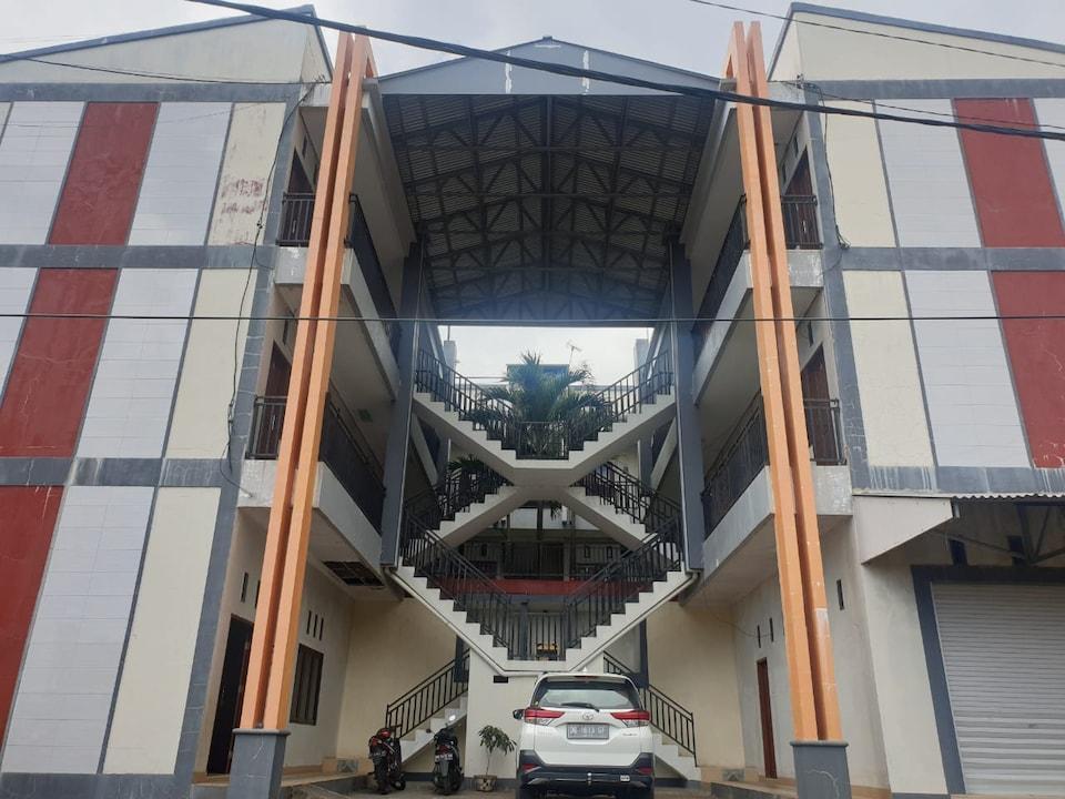 OYO 90463 A2b Guesthouse, Manado, Manado