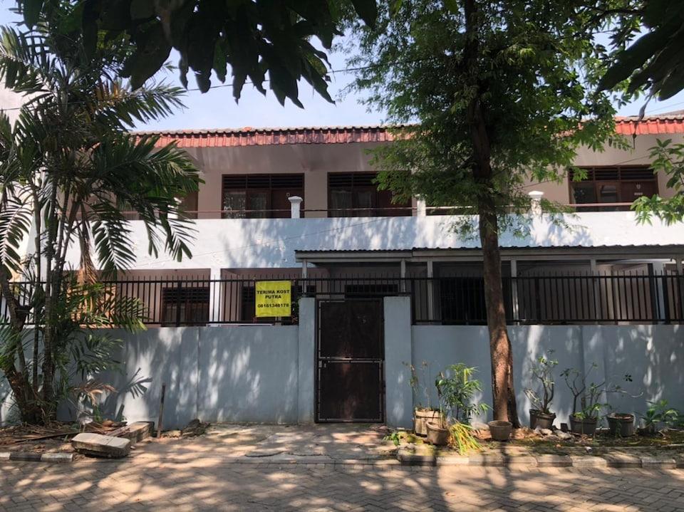 OYO 90482 Rumah Oma Syariah, Dukuh Pakis, Surabaya