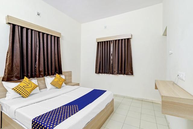 SPOT ON 81011 Hotel Royal Stay