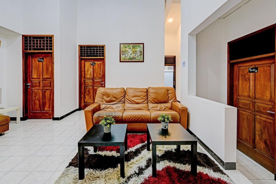 OYO 90497 Savaya Guesthouse, Purwokerto, Purwokerto