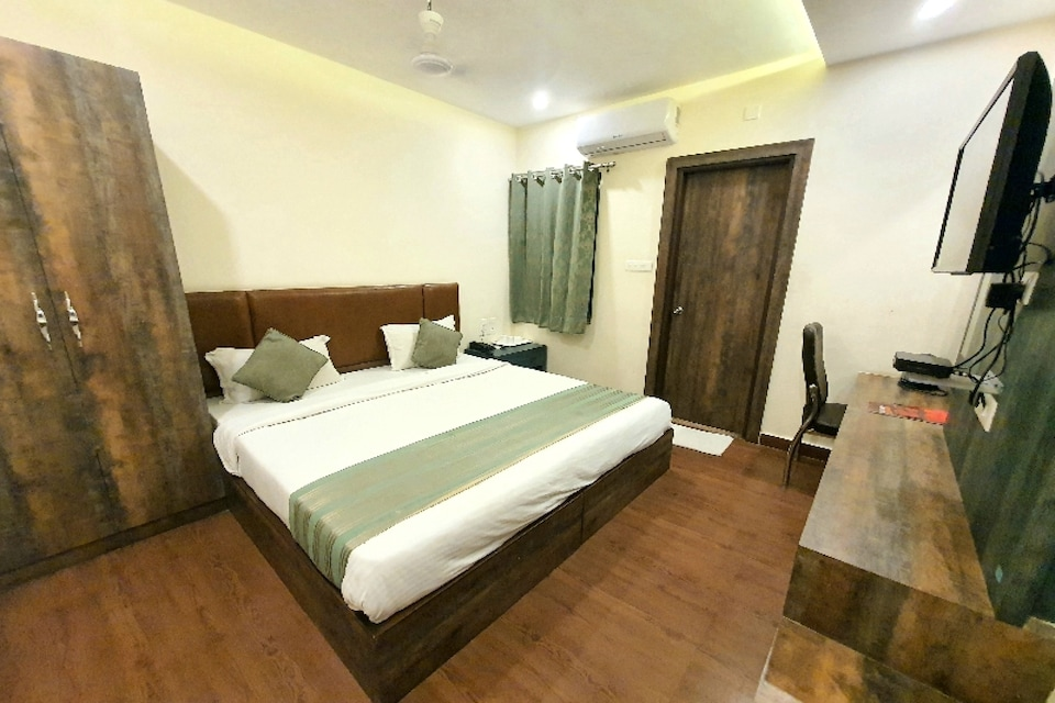 Capital O 81090 Hotel Banarasi, Sigra, Varanasi