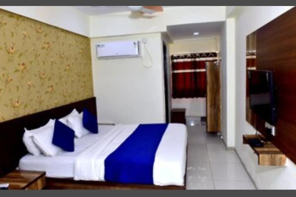 OYO 81096 Hotel Shubham Papace, Vastrapur Ahmedabad, Ahmedabad