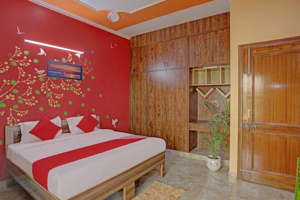 OYO 81121 Stay 130, Noida Expressway SEZ, Noida