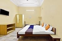 SPOT ON 81137 Hotel Raj