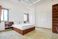 OYO 81152 Collection O Hotel Pravas Residency