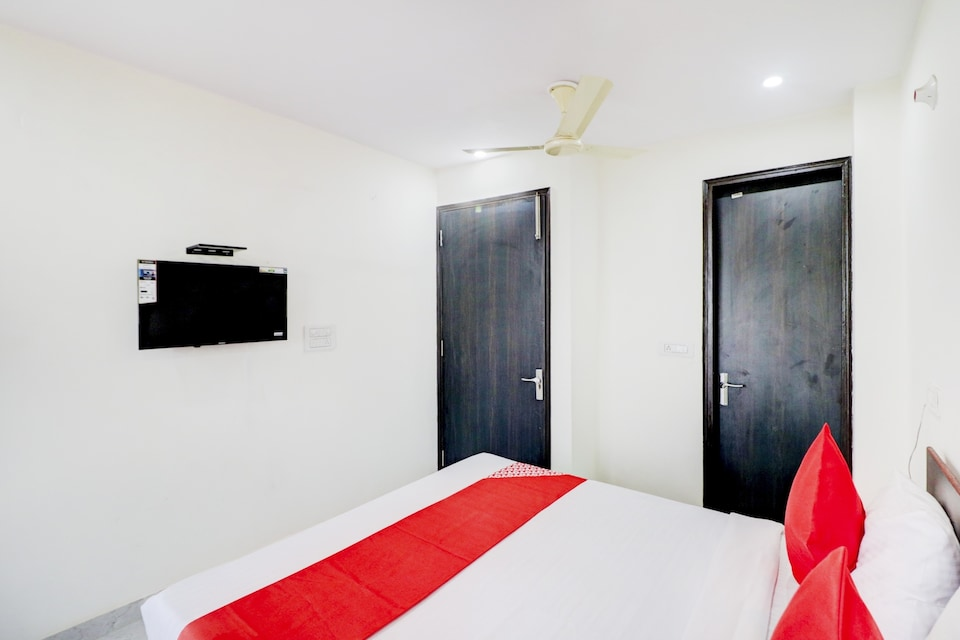 OYO Flagship 81153 Hotel Star Light, New Friends Colony Delhi, Delhi