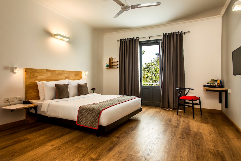 OYO Townhouse 422 Hotel Blossom, Old Gurgaon, Gurgaon