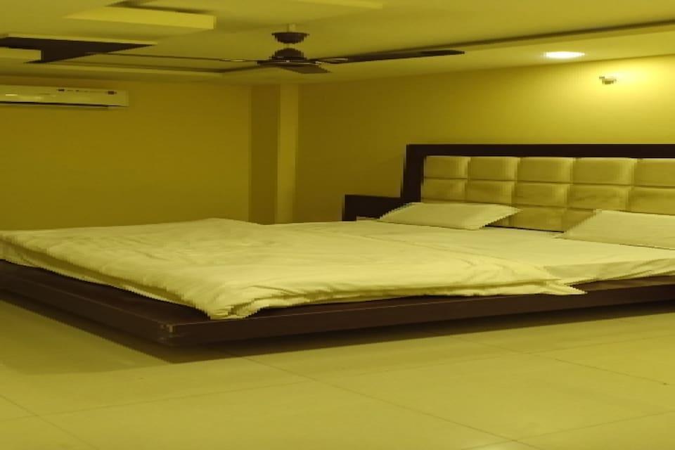 OYO 81214 Hotel Unique, Main Market Ujjain, Ujjain
