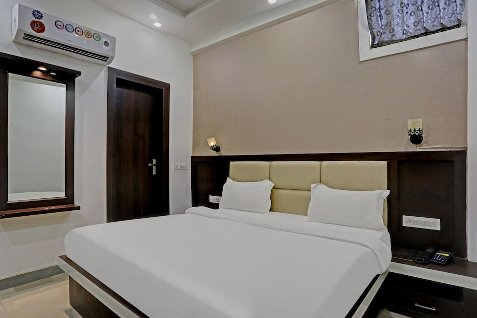 Collection O 81264 Hotel Moon Light, Fatehabad Road, Agra