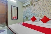 OYO 81408 Hotel Crown Deluxe
