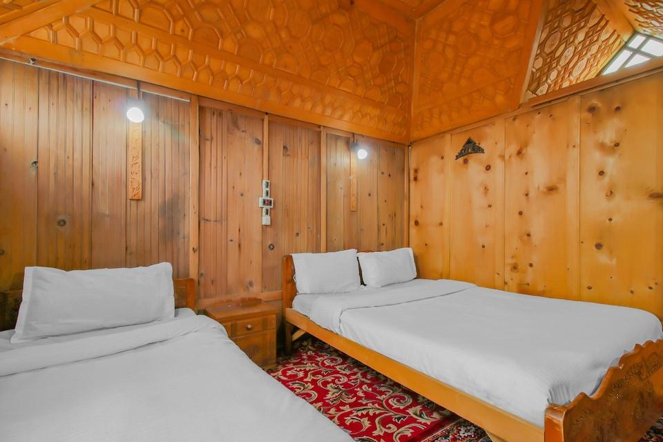 OYO 81523 Noor Palace Group Of Houseboats, Dal Gate, Srinagar