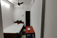SPOT ON 81543 Ratna Lodge