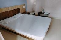 SPOT ON 81544 Hotel Moonlight Family Resto & Lodging