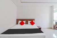 Capital O 81565 Deluxe Inn Agra