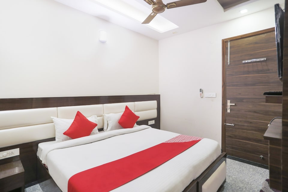 OYO 81573 Golf View Stays, Golf Course Road, Gurgaon