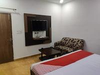 OYO 81586 Hotel 9th Iris
