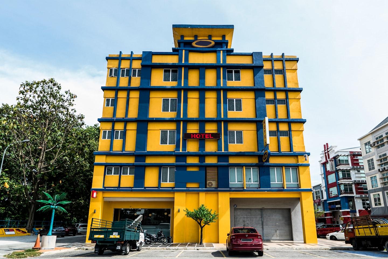 OYO 258 Hotel Sri Muda Corner Facade 1