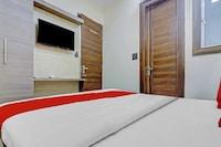 OYO 81694 Hotel Crystal