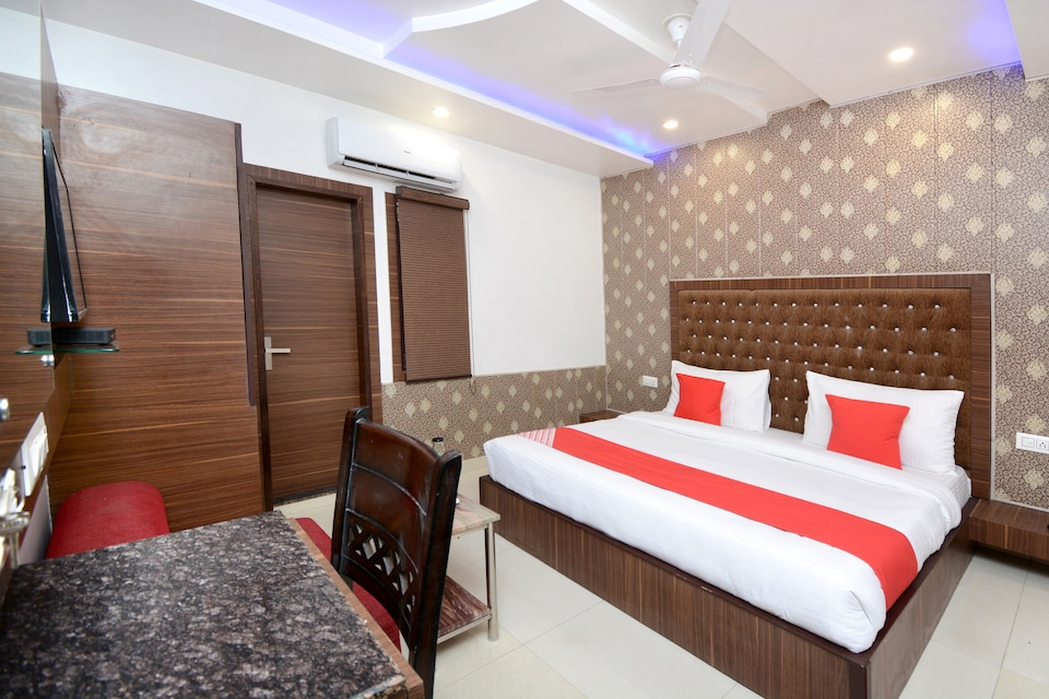 OYO Townhouse 81862 Hotel Platinum Inn And Suites, Golden Temple Road Amritsar, Amritsar