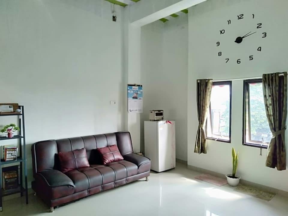 OYO 90587 Domen Homestay Syariah, Lampung, Lampung