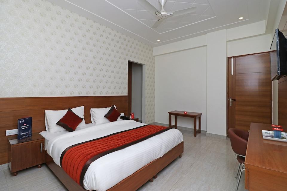 OYO 6812 Taksh Residency