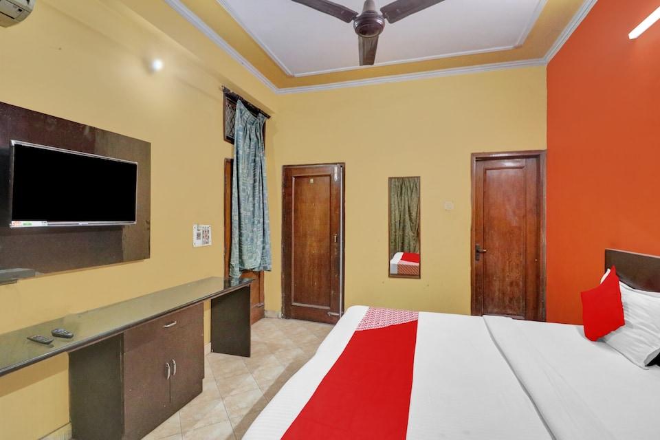OYO 82066 Hotel Yash , Nizamuddin Delhi, Delhi