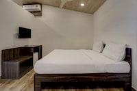 Capital O 82071 Azura Beach Resort