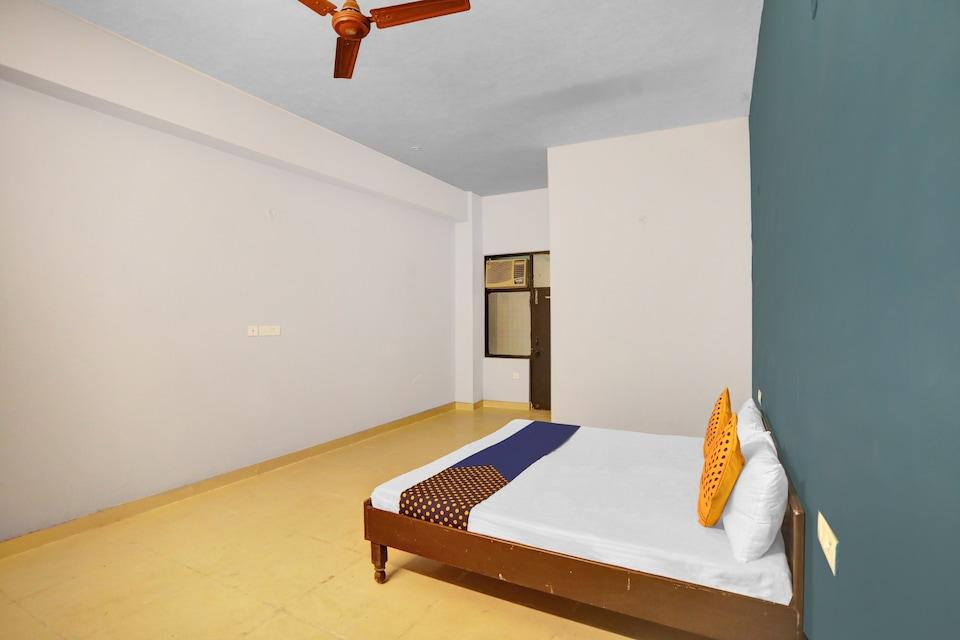 SPOT ON 82185 Noida House, Noida City, Noida