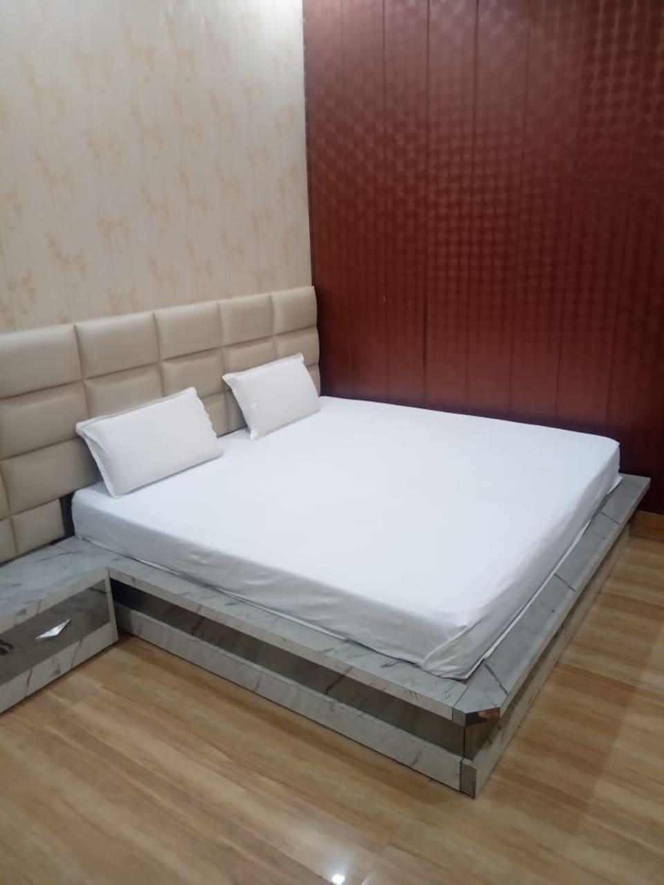 OYO 82207 Hotel Blue Moon, Meerut, Meerut