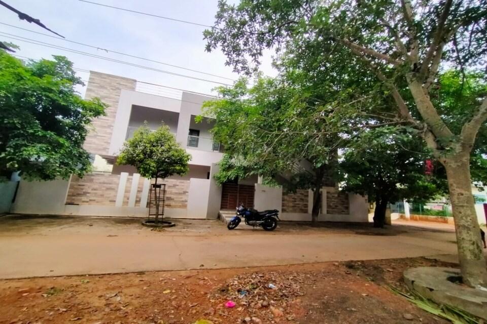 OYO 82352 Disney Inn, Ramaraopet Kakinada, Kakinada