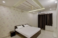 OYO 82390 Vr Guest House
