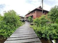 OYO 90328 Lamin Dana Cultural Lodge