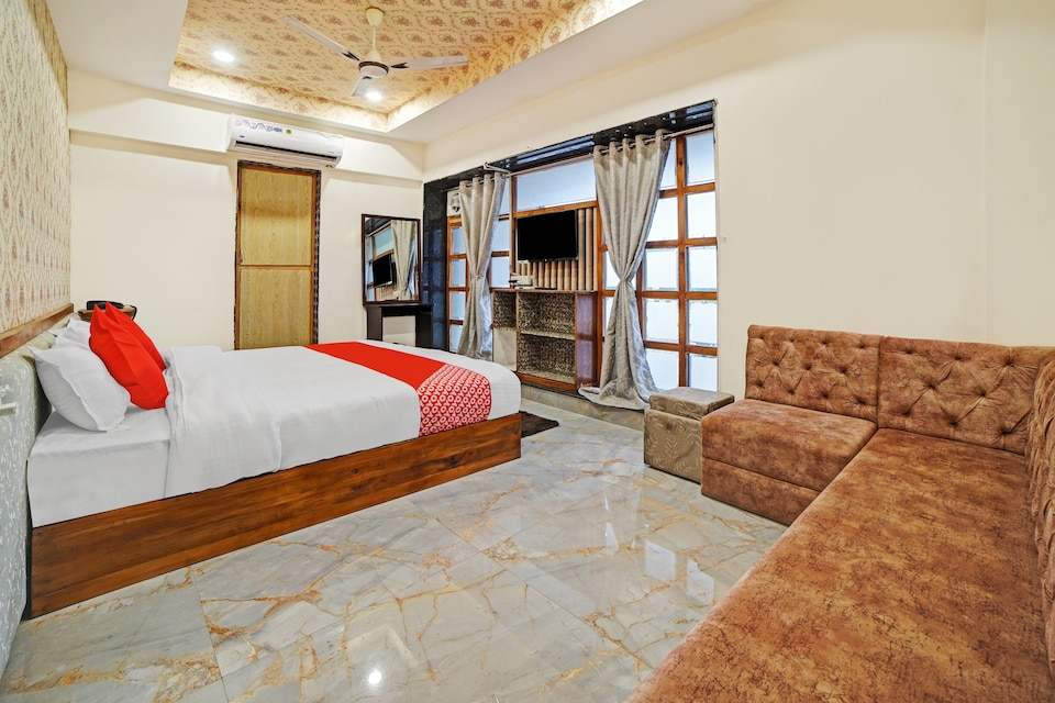 OYO 82418 Hotel Radhika Palace, Tatibandh Road, Raipur