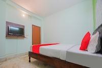 OYO 82433 Hotel Raz Stay