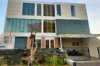 OYO 90606 Glass House Citraland