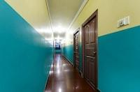 OYO 82671 Hotel Sahana Stays